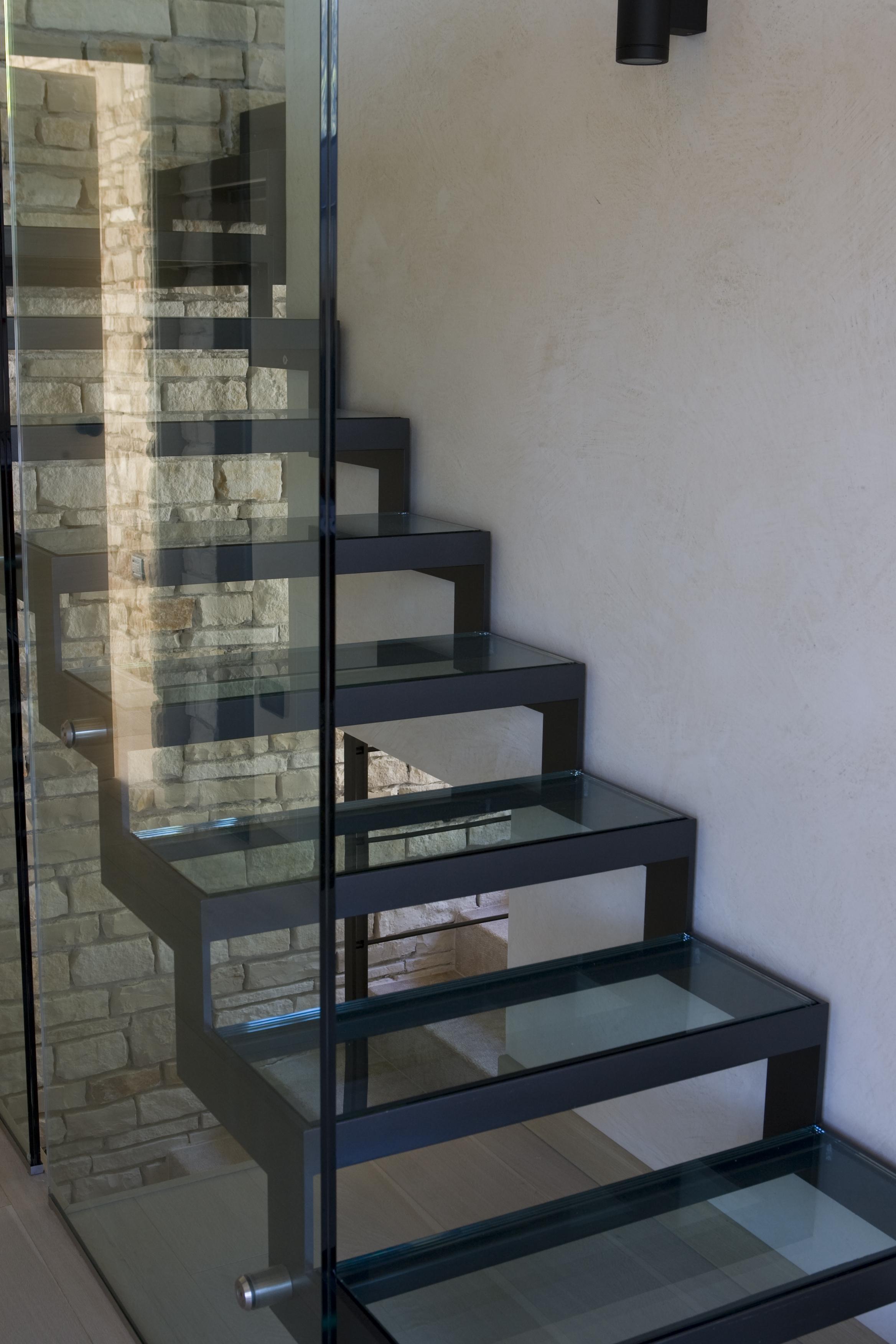 Scale e parapetti in vetro e acciaio