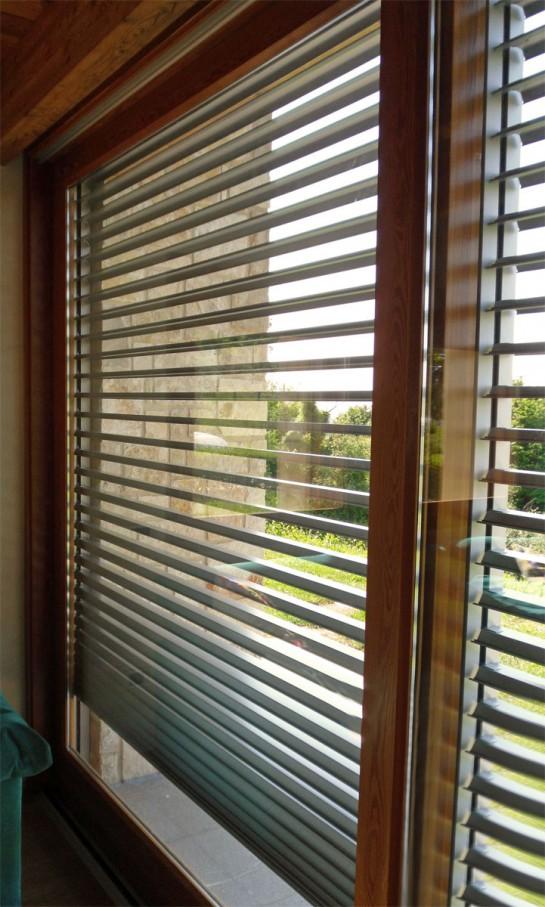 Sistemi frangisole e di oscuramento - Veneziana finestra ...